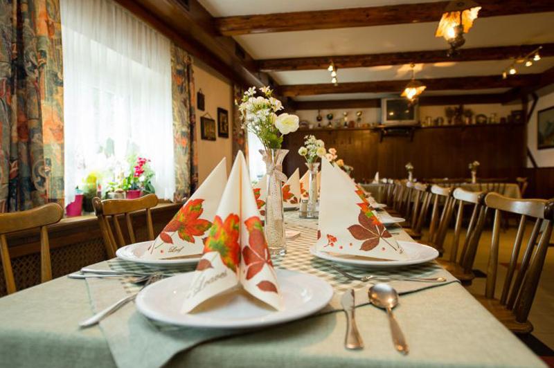 Eine gemütliche Atmosphäre im Gasthaus Stossier in Klagenfurt / Wölfnitz in einem unserer urigen Zimmer im Restaurant